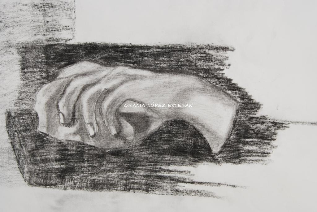 Mano - cuadro de Gracia López Esteban. Carboncillo sobre papel.