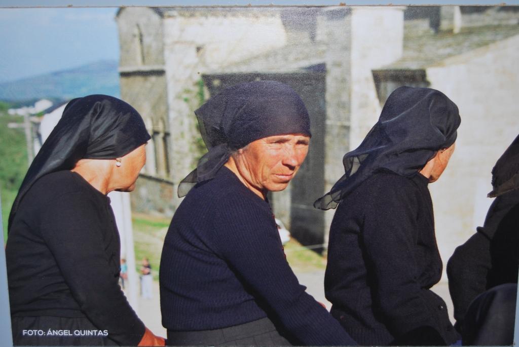 Mujeres de San Martín de Castañeda.